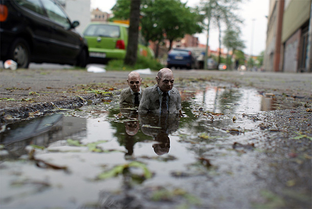 Street art:: 'Cement Eclipses' by Isaac Cordal