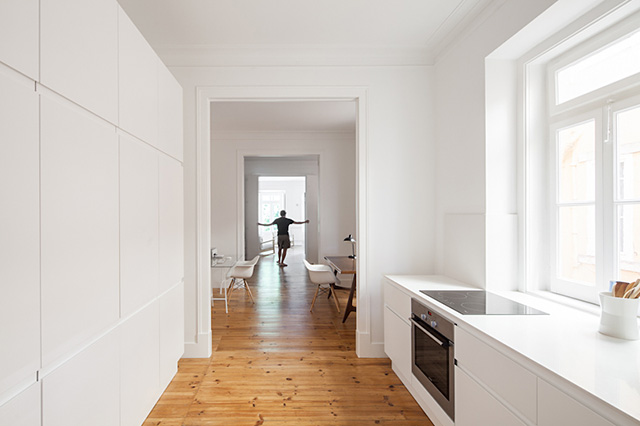 Minimalist apartment renovation in Lisbon by Marco Arraiolos