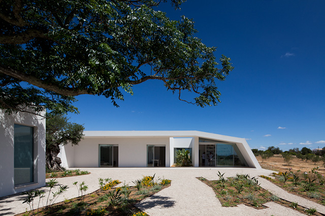 House in Tavira by Vitor Vilhena