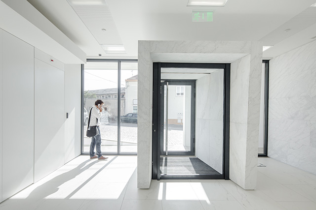 Banking Branch in Leiria by 2L Atelier