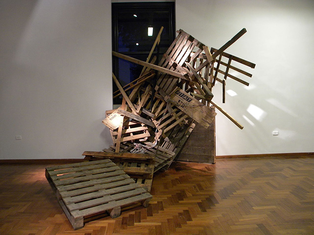 'Que nos rodea' exhibition by Jos? Luis Torres