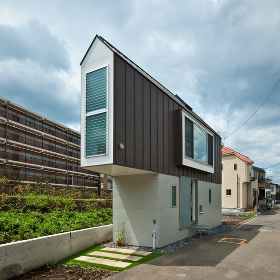 Compact Living:: House in Horinouchi by MIZUISHI Architect Atelier