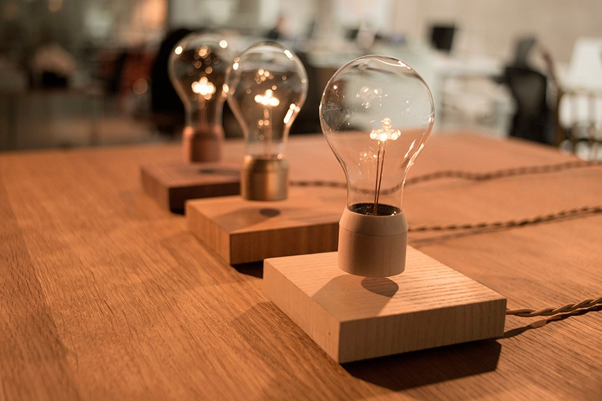 FLYTE - Levitating Lamp by Simon Morris