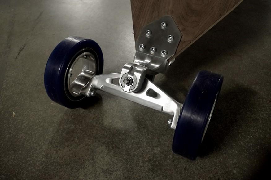 Australian Student Designed a Longboard with Hubless Wheels