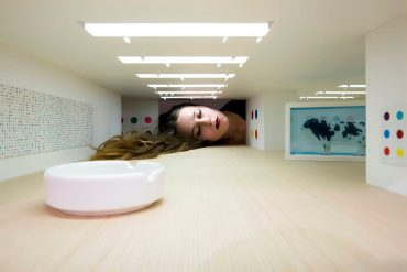 'Put Your Head into Gallery' - Interactive Art Project by Tezi Gabunia