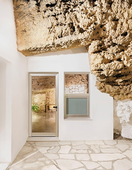 'Cuevas del Pino' Cave House in Spain by UMMOestudio