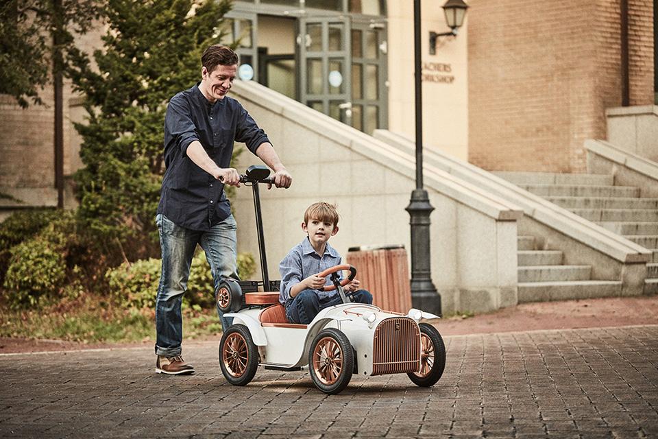 D.Throne S Kid Electric Car