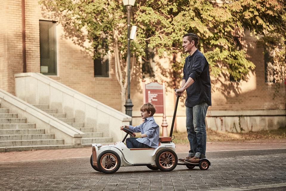D.Throne S Premium Electric Kid Car