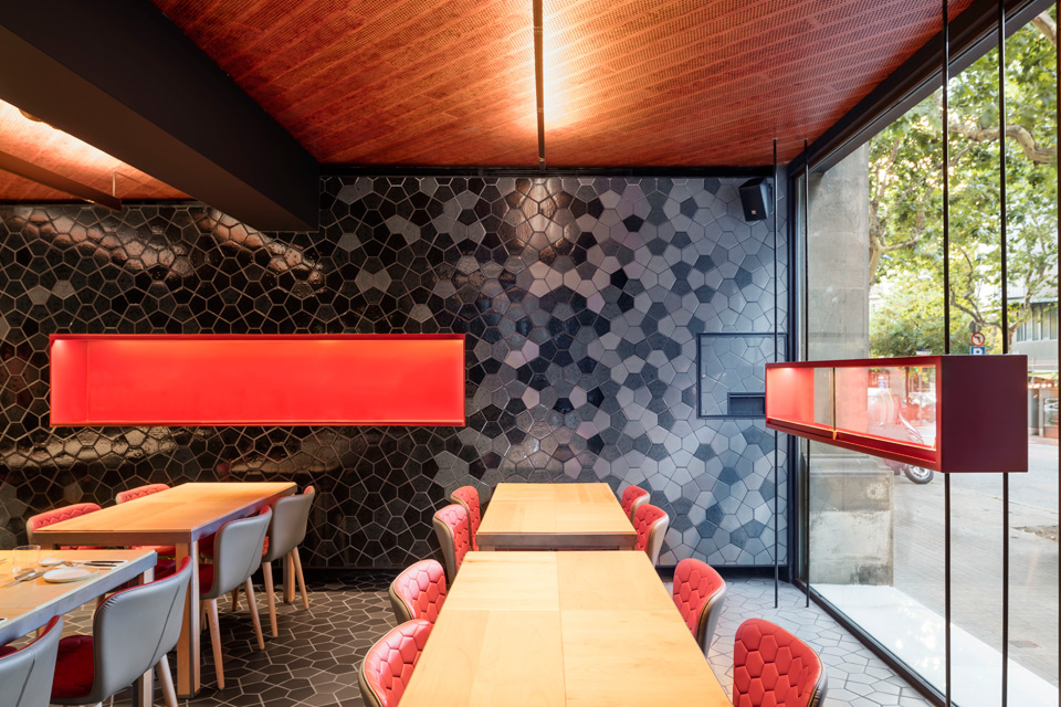 Tunateca Balfegó - Red Tuna Restaurant in Barcelona by El Equipo Creativo