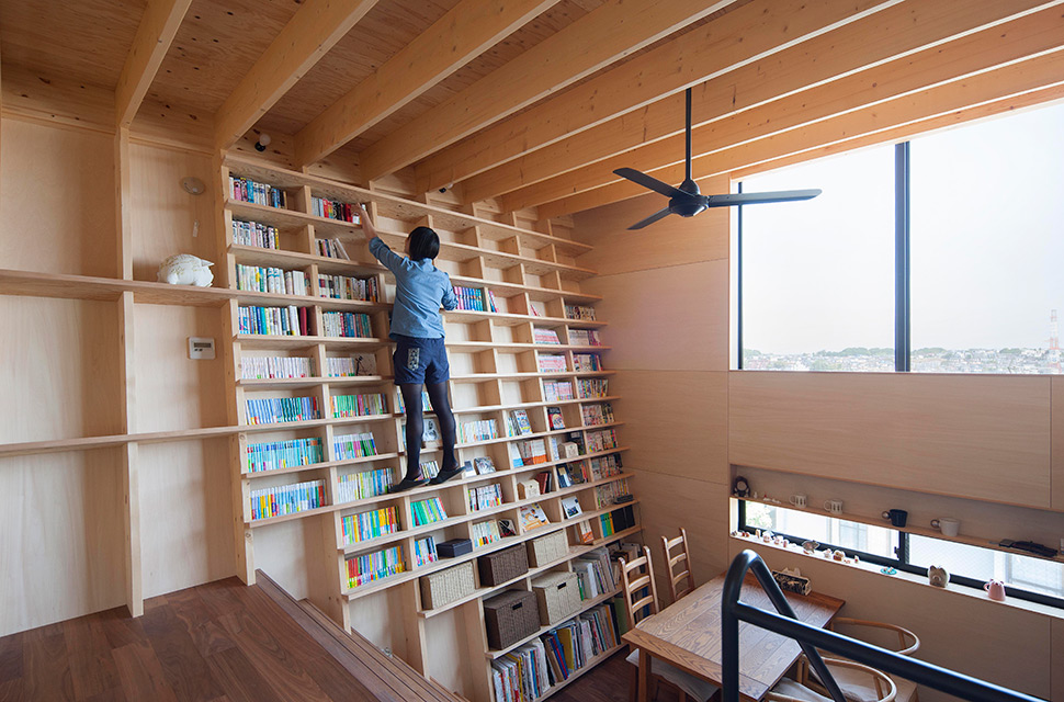 House in Yokohama with Inclined Bookcase Wall by Shinsuke Fujii Architects