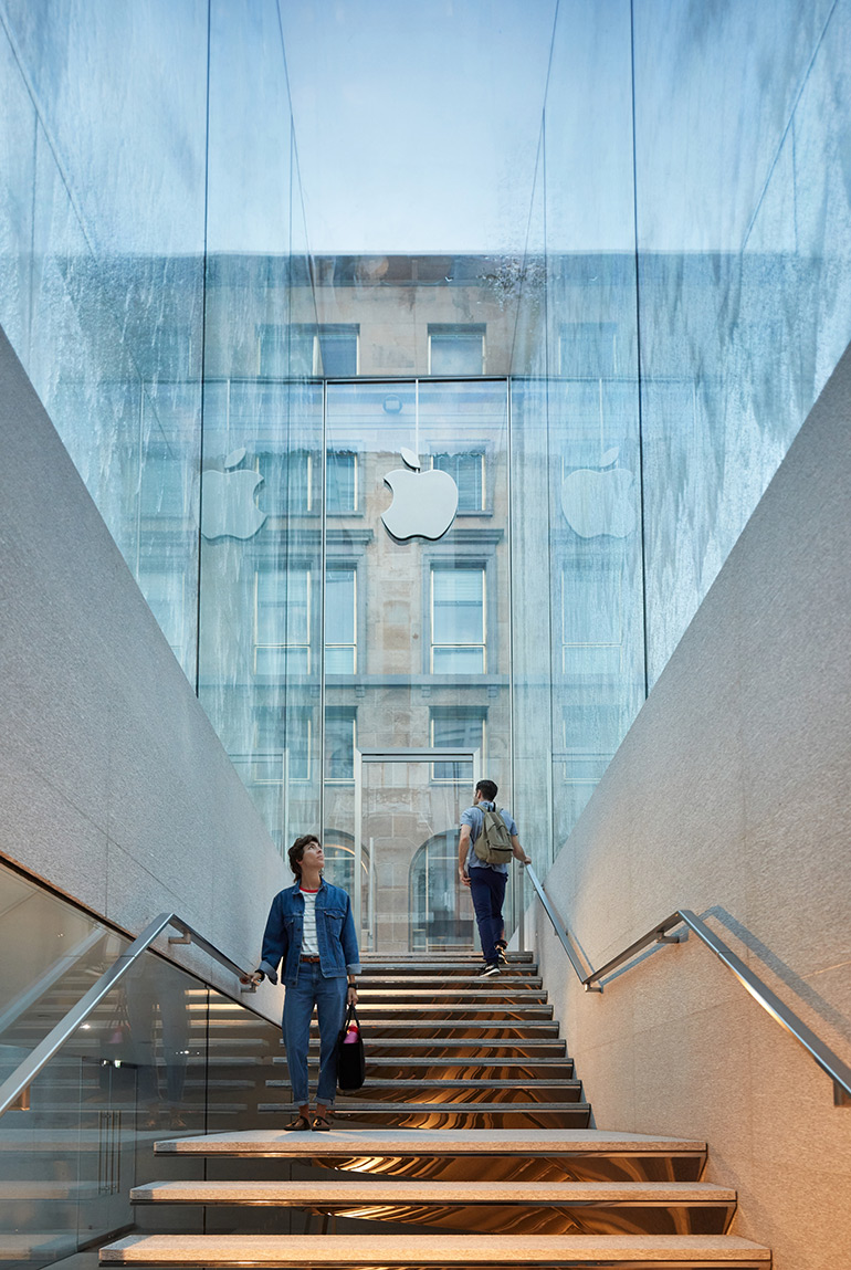 Apple Piazza Liberty Opens in the Center of Milan