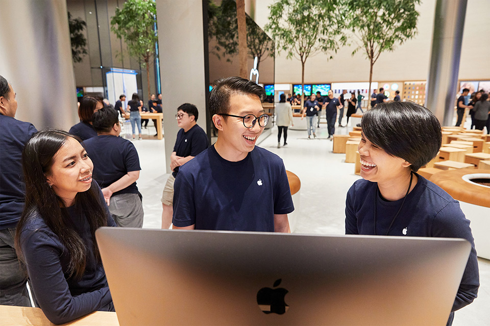 Apple Opens the First Store in Thailand